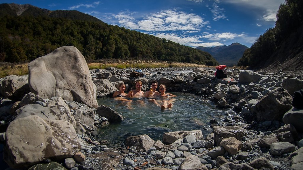 Natural hot pool ! Amazing moment ! Sun, Beer, Family!